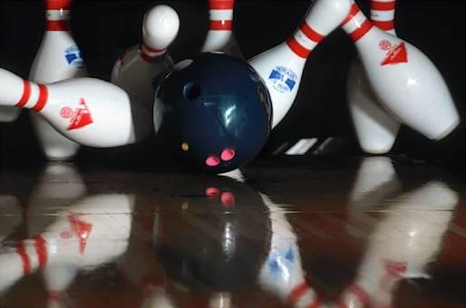 Bowling 10pin strike